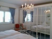 Schlafzimmer mit Ost-Südbalkon