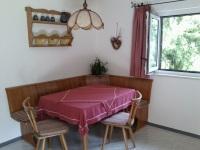 Im Landhausstil komplett eingerichtete Küche
