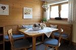Gemütliche Sitzecke in der Ferienwohnung Breitachklamm