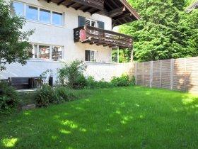 Haus Marina von außen mit Garten