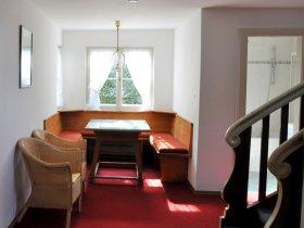 Sitzecke im Eingangsbereich