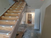 Neue Holztreppen in allen Stockwerken
