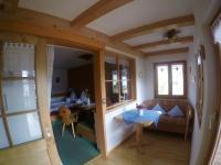 Küche mit Blick in den Schlafbereich Whg. 1
