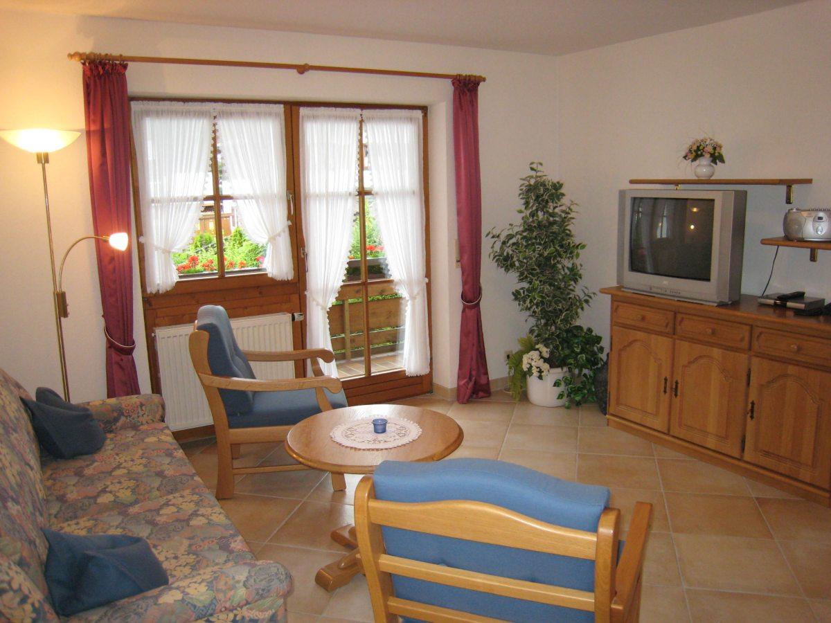 Wohnzimmer Wohnung 3 mit Südbalkon
