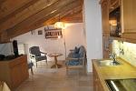 Wohnzimmer mit Süd - und Ostbalkon in der Ferienwohnung Nr. 5