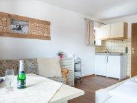 Wohn- und Schlafraum mit Küchenzeile 85