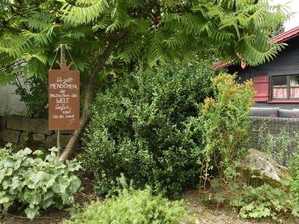 Kräuterecke mit Gartenhaus