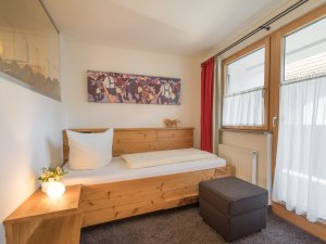 Gästehaus Sinz - Zimmer 17-Schlafbereich