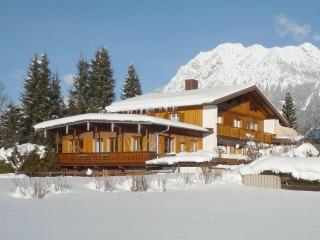 Haus im Winter an der Loipe