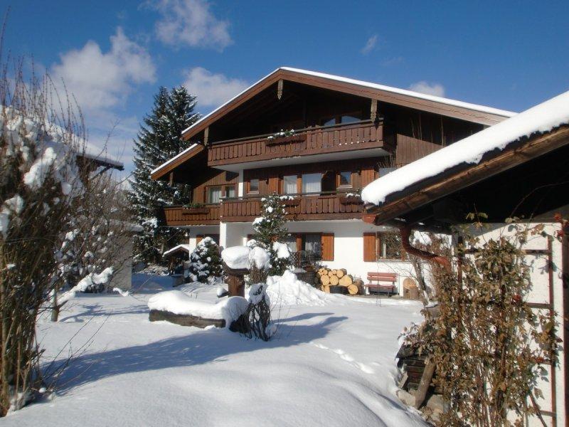 Haus Zufriedenheit im Winter
