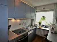 komplett ausgestattete separate Küche
