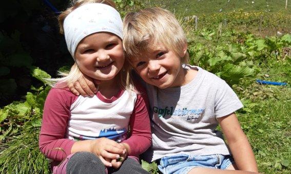zwei liebe Kinder