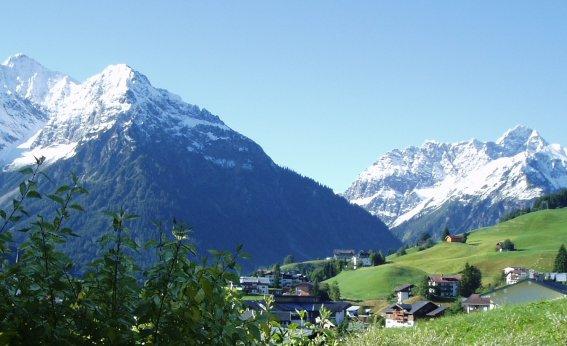 Elfer und Zwölfer, Widderstein im Hintergrund