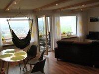 Ess- und Wohnzimmer mit Panoramablick