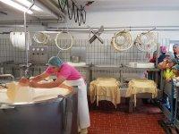 Hof-Milch Sennerei Käseherstellung