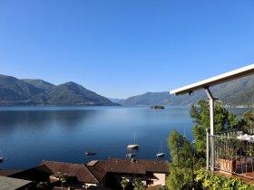 Hotelterrasse mit Blick auf den See