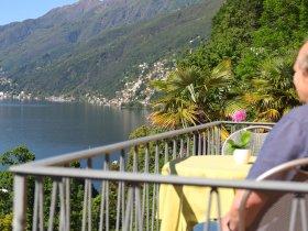 Ausblick vom Balkon auf den See