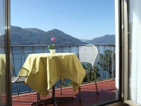 Zimmer mit Blick auf den Lago Maggiore