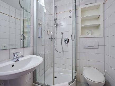Bad im Doppelzimmer Bannwaldsee