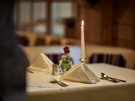 gedeckter Tisch im Restaurant Bannwaldsee