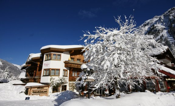 Der Birgsauer Hof im Winterkleid