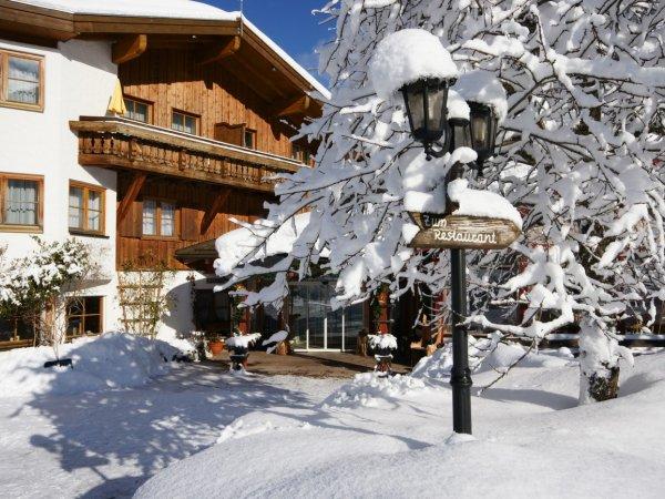 Hoteleingang im Winter