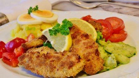 Schnitzel mit Kartoffelsalat