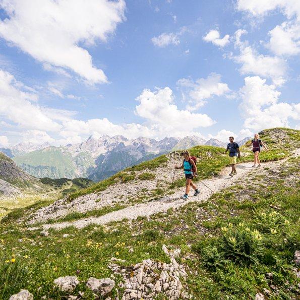 Zu dritt auf Bergtour © Tourismus Oberstdorf Frithjof Kjer