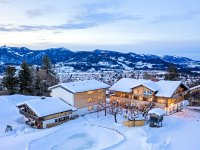Außenansicht Hotel im Winter