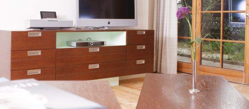Wohnzimmer mit moderner Technik