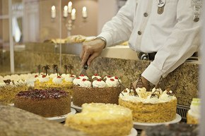 Choose your favourite cake in the Mohren Café