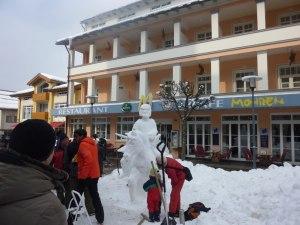 Eiszeit vor dem Hotel Mohren