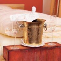 Ein Glas Champagner auf Ihren Urlaub!