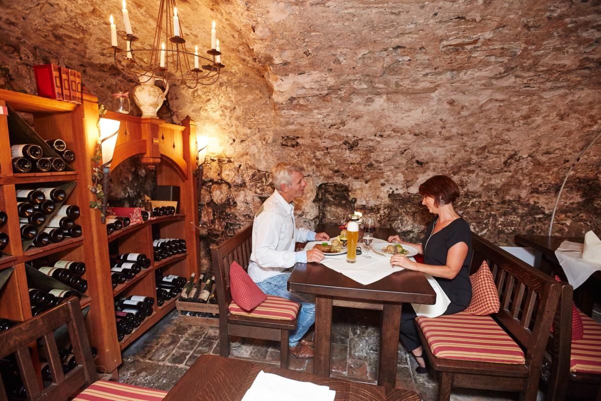 Weinkeller gestalten  Veranstaltungen im Weinkeller im Hotel Mohren Oberstdorf