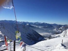 Klare Sicht auf das verschneite Oberstdorf