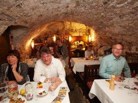Spanisches Flair im Weinkeller