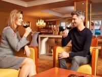 Ein feiner Rotwein mit passendem Ambiente