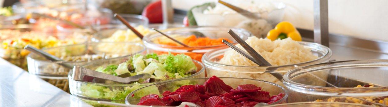 Genießen Sie frische Salate