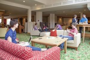 Gemütliche Sessel und spannende Gespräche