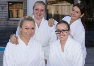 Freundinnen in der Alpen Wellnesswelt