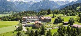Außenansicht Hotel Oberstdorf im Sommer