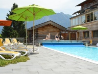 Sonnenbad am Pool