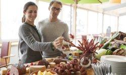 Regionale Wurst- und Käseprodukte beim Bauernbuffet