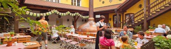 Wunderschönes Wetter, hausgemachtes Bier und leckere Schmankerl - darüber freuen sich die Gäste!