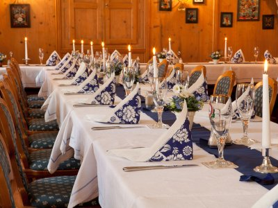 Auch bei Familien oder Firmenfeiern ist unsere blaue Stube sehr beliebt!