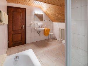 Wie wäre es mit einem gemütlichen Abend in der Badewanne?