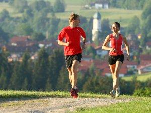 Laufarena in Nesselwang - der perfekte Platz zum Sport am Morgen.
