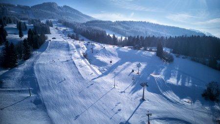 Bereit für den Skitag in Nesselwang? Die Berge warten schon!
