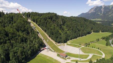 Skiflugschanze mit Erdinger Arena