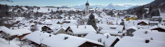 Wunderschön verschneite Landschaft in Nesselwang.